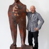 Pittore, artista e scultore in legno Wilhelm Senoner a Ortisei in Val Gardena in Alto Adige.
